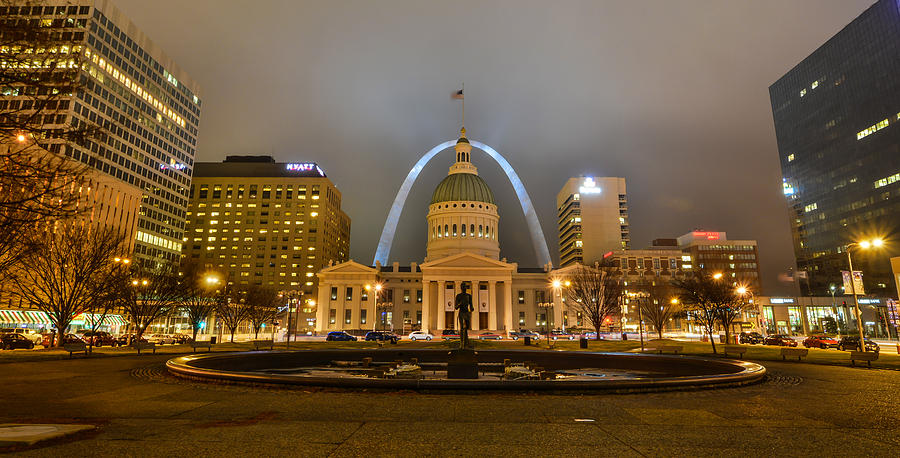 Kiener Plaza and the Gateway Arch by Matthew Chapman