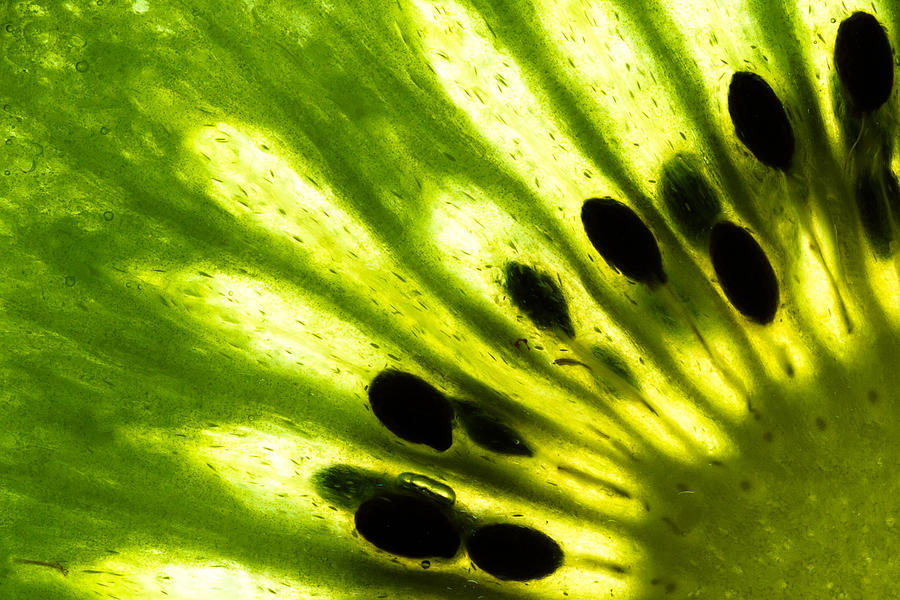 Abstract Photograph - Kiwi by Gert Lavsen