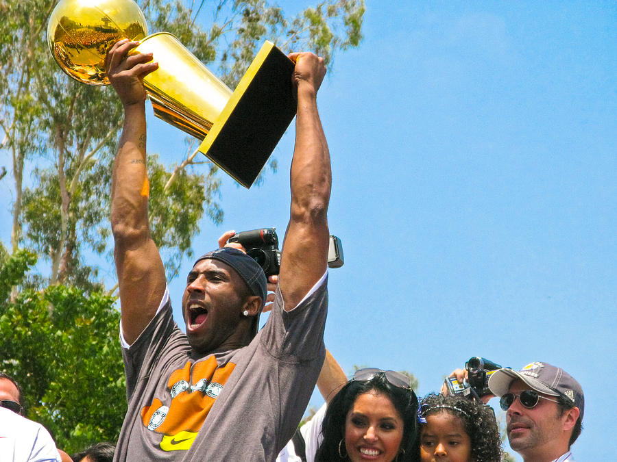Lakers Photograph - Kobe And The Trophy by Carl Jackson