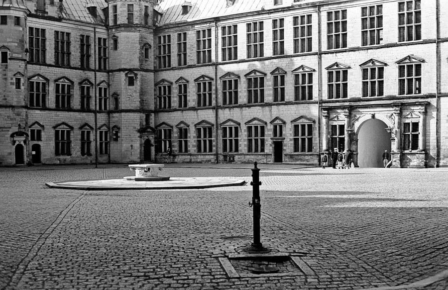 Hamlet's Castle Photograph - Kronborg Castle Courtyard by Lee Santa