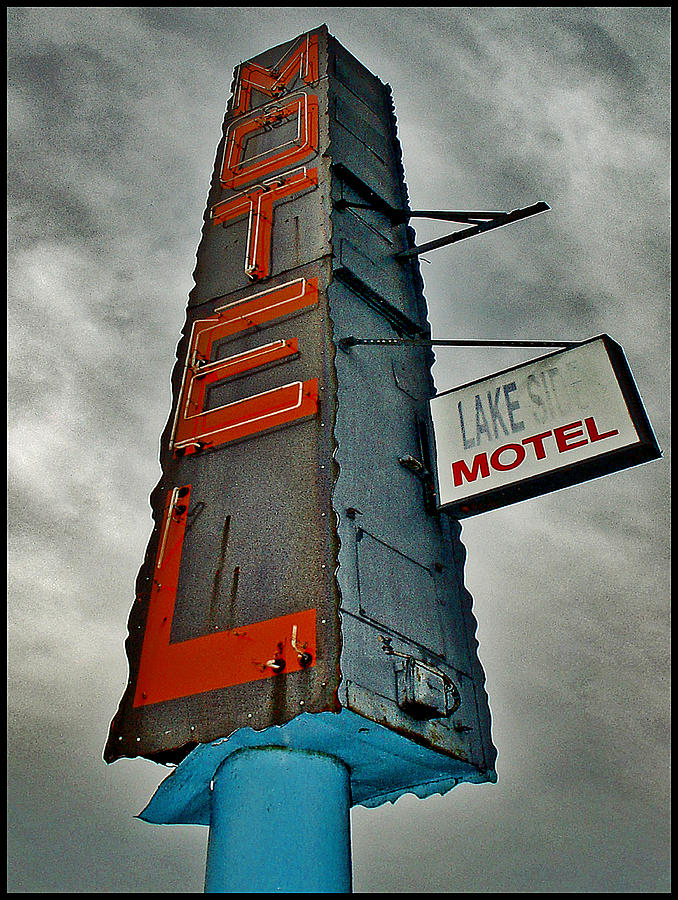 Color Photograph - Lake Motel by Curtis Staiger
