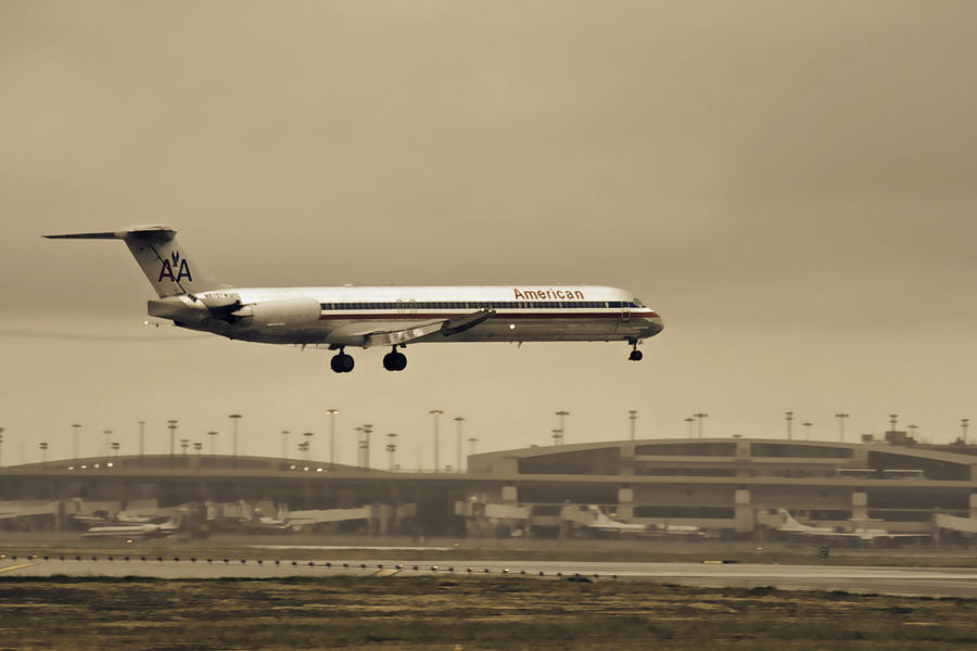 Landing At Dfw Airport Photograph by Douglas Barnard