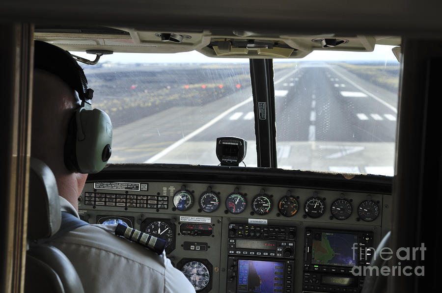 Landing Photograph - Landing At Kona by Andy Smy