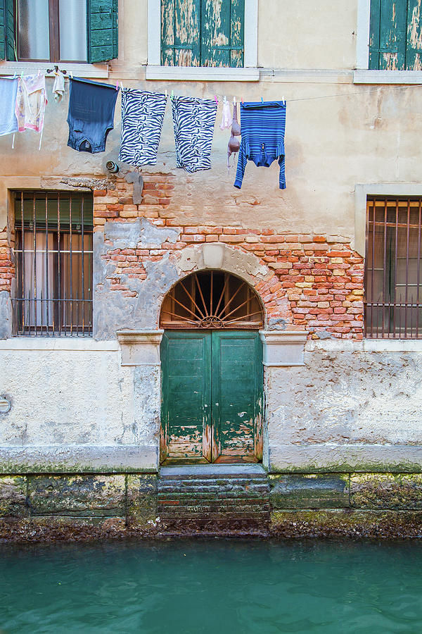 Venice Photograph - Laundy Hangs In Venice by W Chris Fooshee