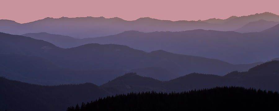 layers of ridges at sunset cascade mountain range wa usa