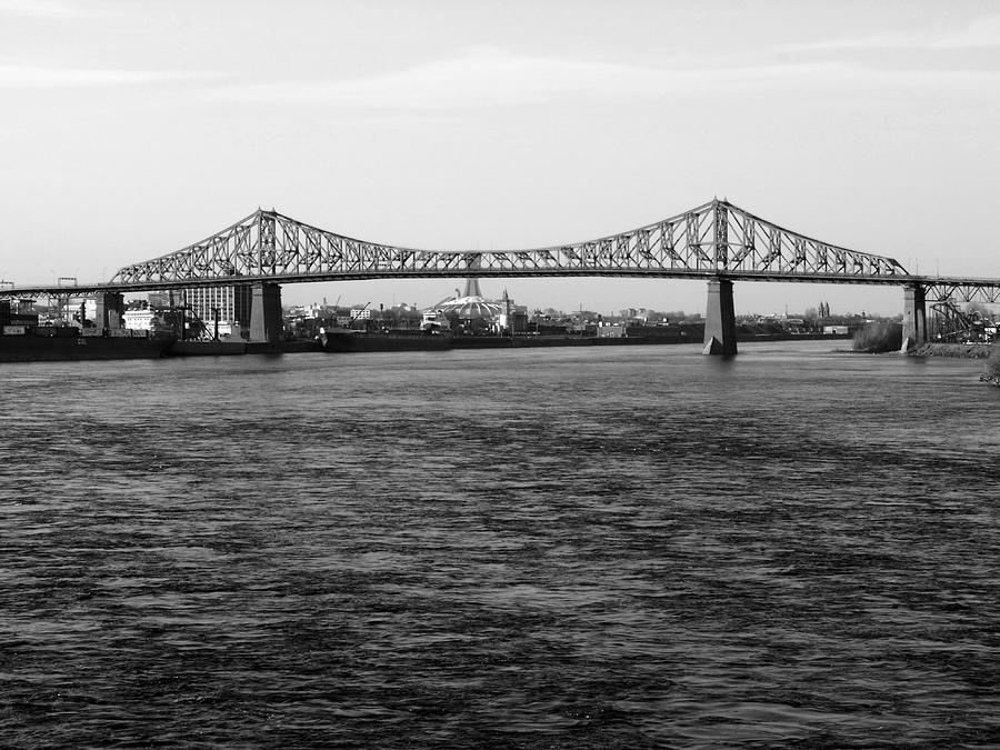Montreal Photograph - Le Pont Jacques Cartier by Robert Knight