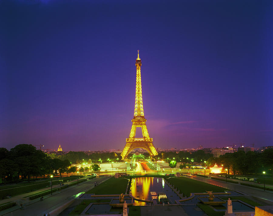 Le Tour Eiffel from North by Richard Lund