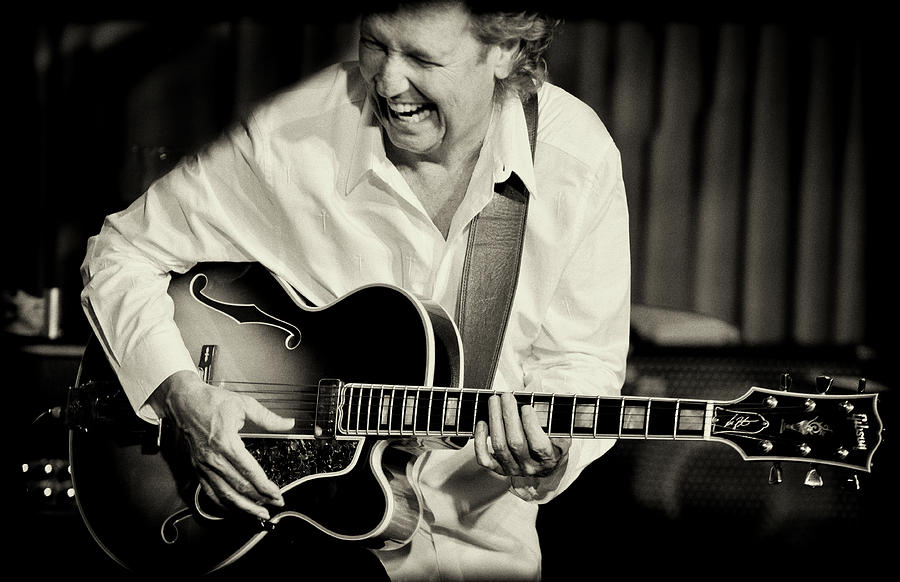 Lee Ritenour by Christopher Cutter