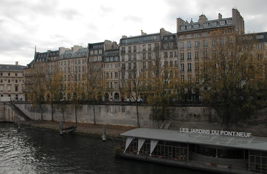 Les Jardins du Pont Neuf by Christopher Kirby