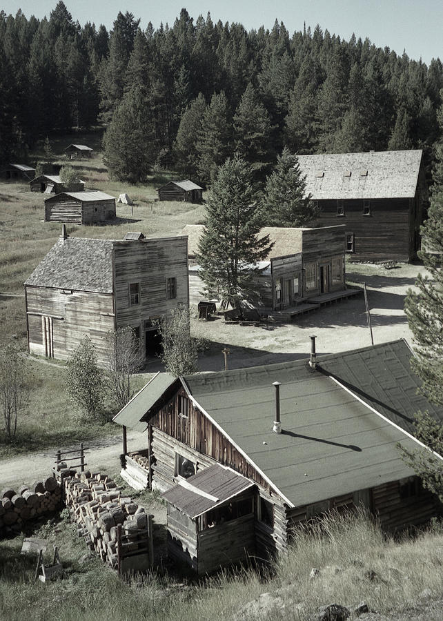 Ghost Towns Photograph - Life in a Ghost Town by Richard Rizzo