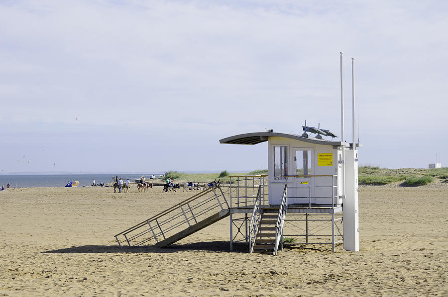 Skegness Photograph - Lifeguard Station At Skegness by Rod Johnson