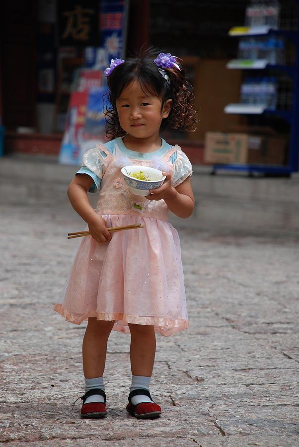 Portraits Photograph - Lijiang Little Girl  by Eva Glykou