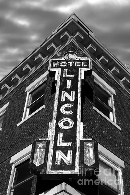 Photograph Photograph - Lincoln Hotel by Bryan Gilligan