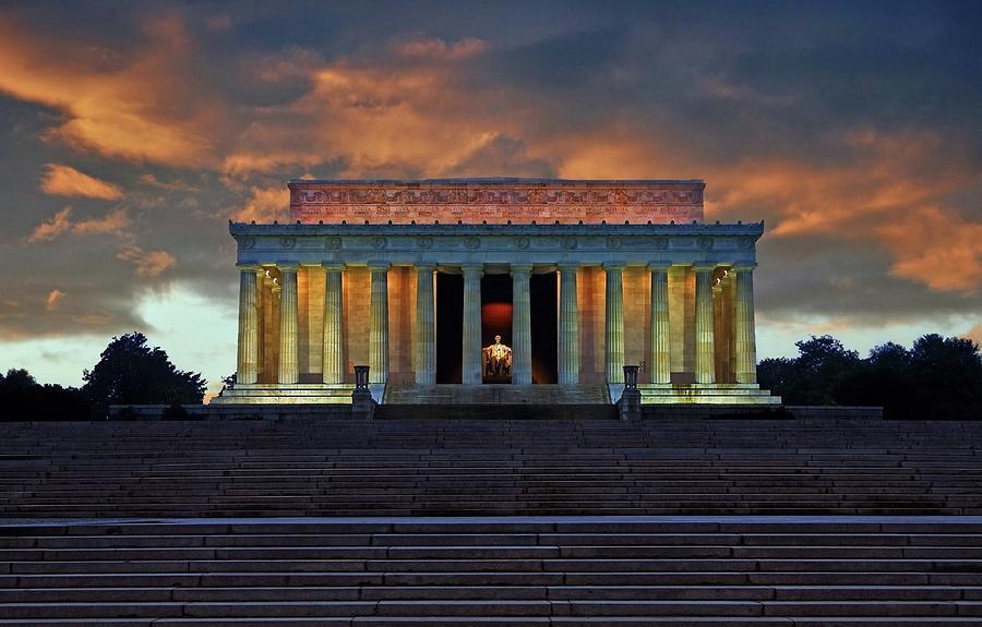 Lincoln Memorial At Dusk Photograph by Scott Fracasso