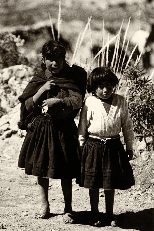 Peruvian Girls by Amarildo Correa