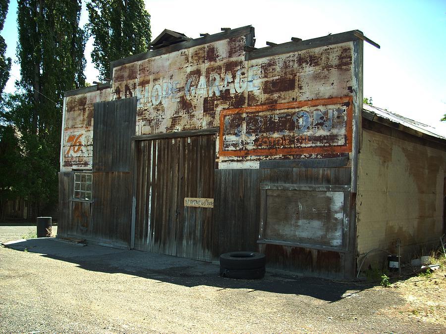Lope Garage Photograph