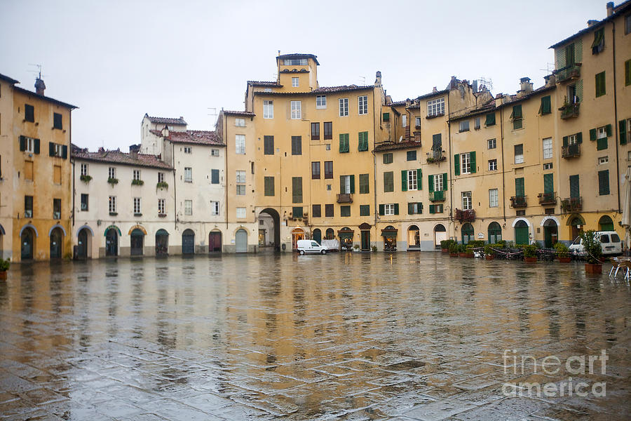 Architecture Photograph - Lucca by Andre Goncalves