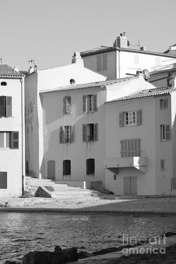 Maisons Photograph - Maisons Sur Le Bord De La Mer A Saint - Tropez by Tom Vandenhende
