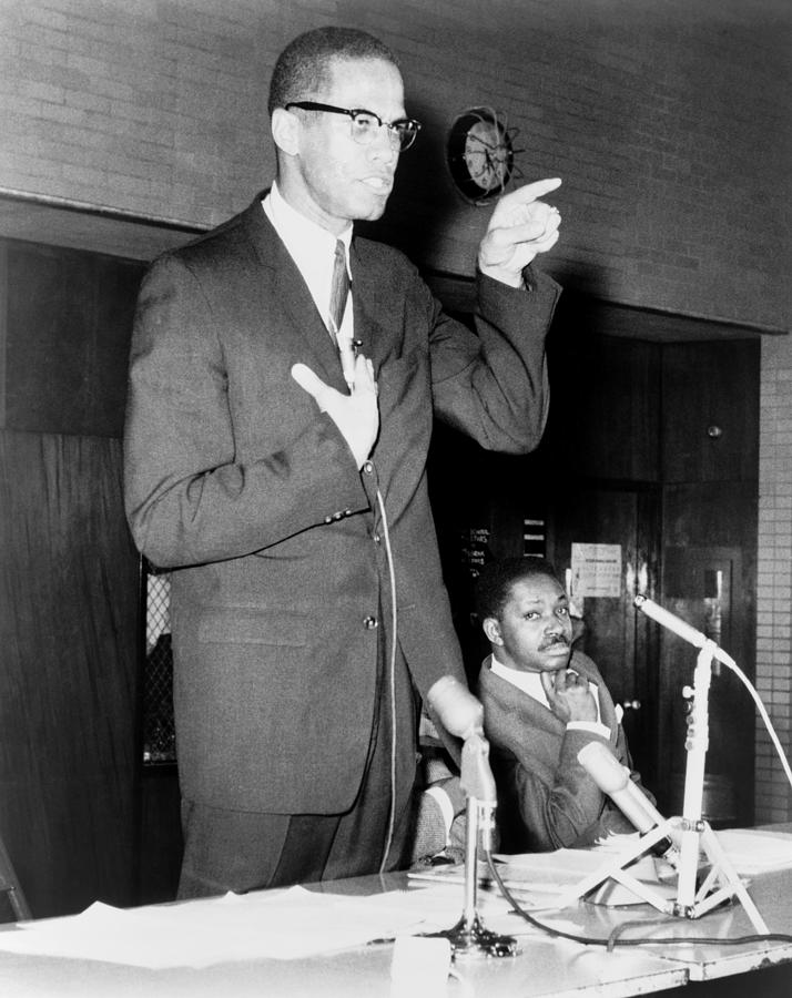 History Photograph - Malcolm X Speaks In Support by Everett