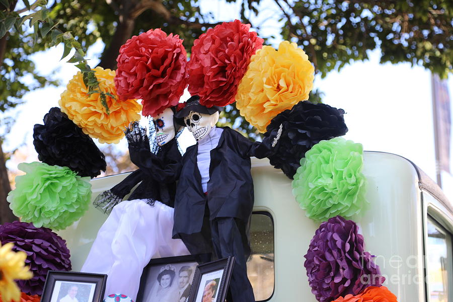 Dia De Los Muertos Photograph - Male Female Color Doll Skeleton  by Chuck Kuhn