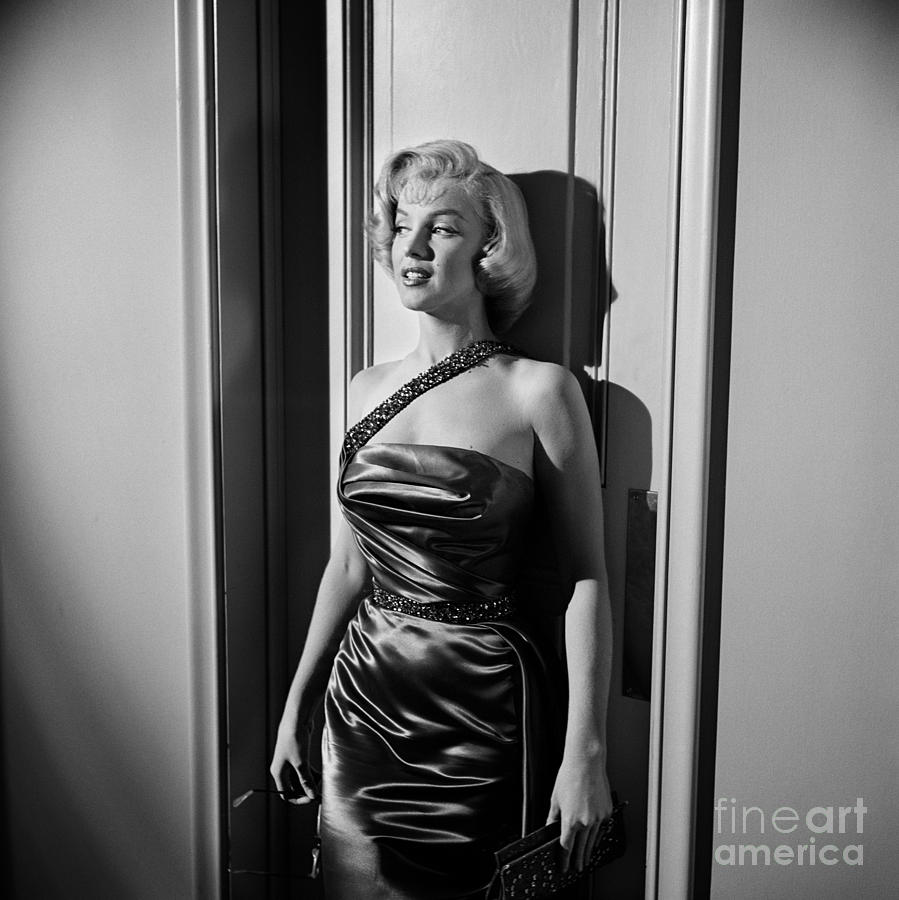 Marilyn Monroe Photograph - Marilyn Monroe Against Wall, Set Of How To Marry A Millionaire Fine Art Print by Frank Worth