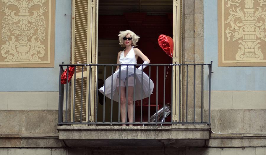 Marilyn Monroe Photograph - Marilyn Monroe Lookalike by John Hughes