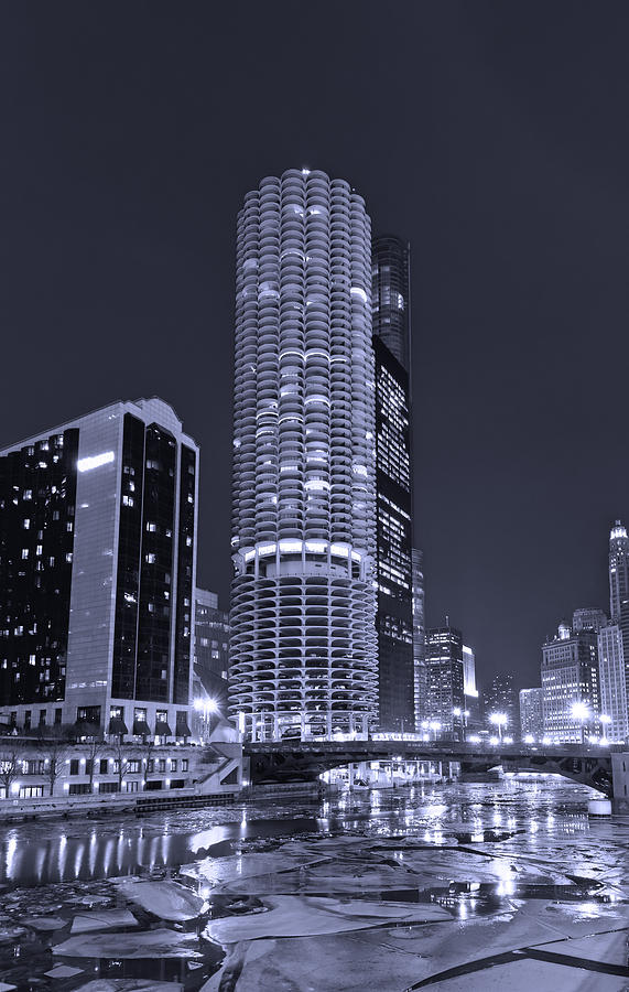 Marina City Photograph - Marina City On The Chicago River In B And W by Steve Gadomski