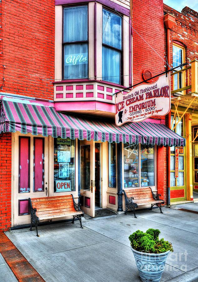 Hannibal Missouri Photograph - Mark Twains Town 2 by Mel Steinhauer