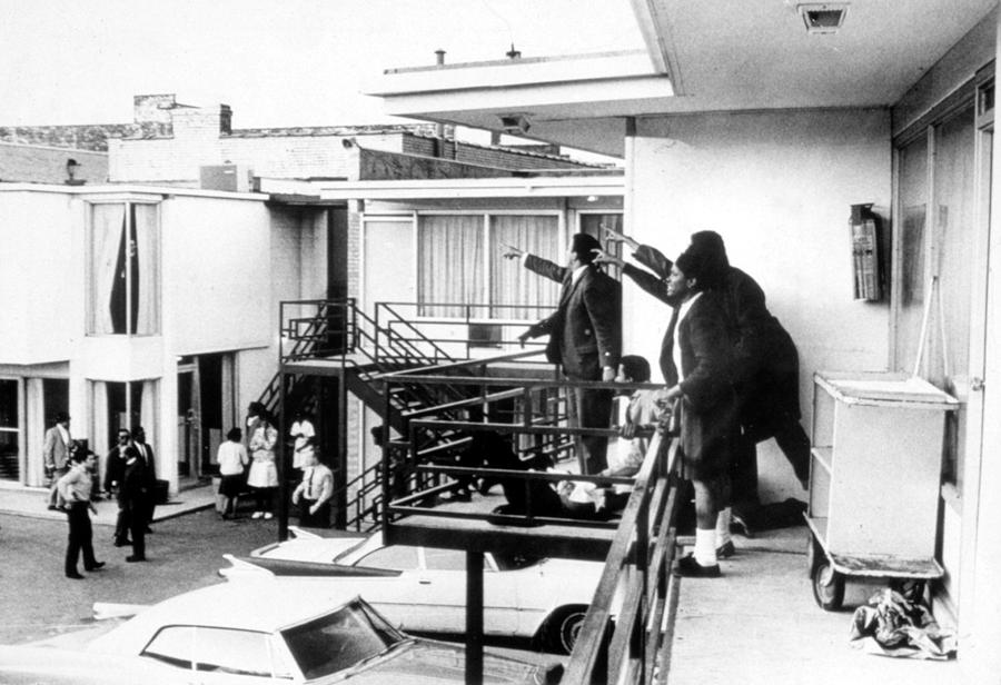 Martin Luther King, Jr Assassination Photograph by Everett