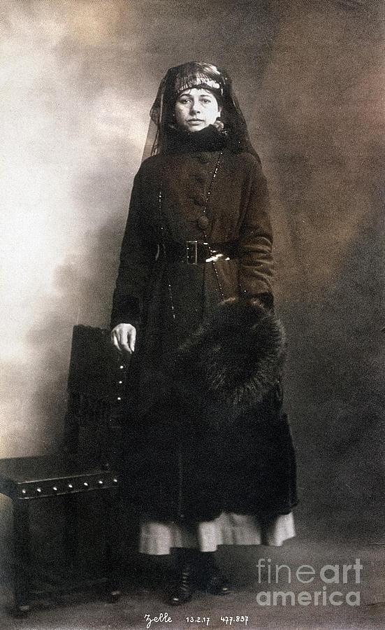 1917 Photograph - Mata Hari (1876-1917) by Granger