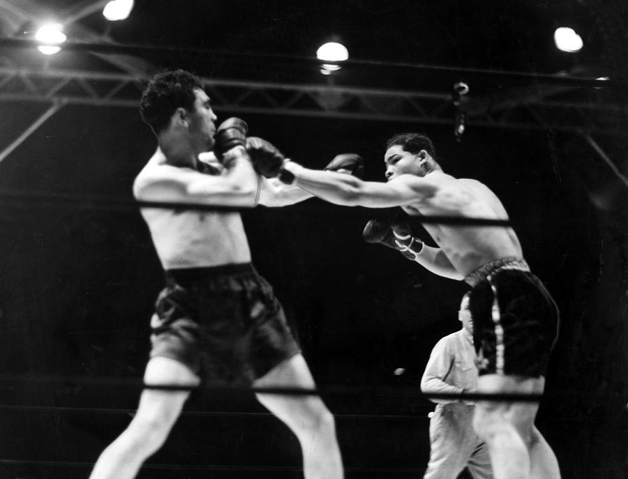 1930s Photograph - Max Schmeling Fights Joe Louis by Everett