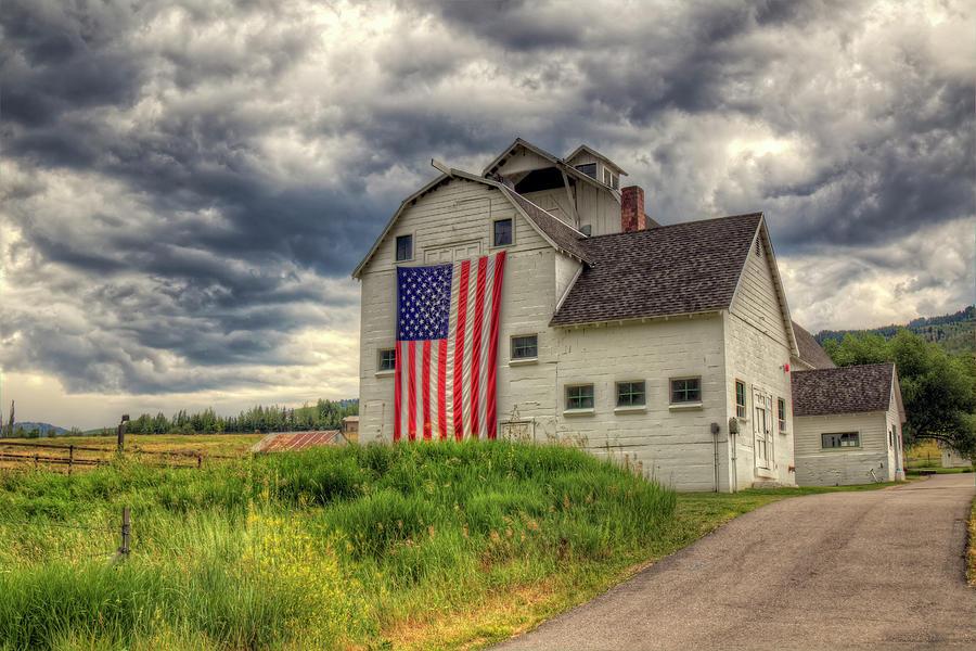 Barn Photograph - Mc Polin Barn by Joan Escala