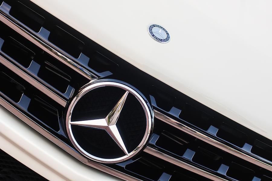 Mercedes Benz Emblem Photograph - Mercedes-benz Emblem - Grille Logo -0030c by Jill Reger