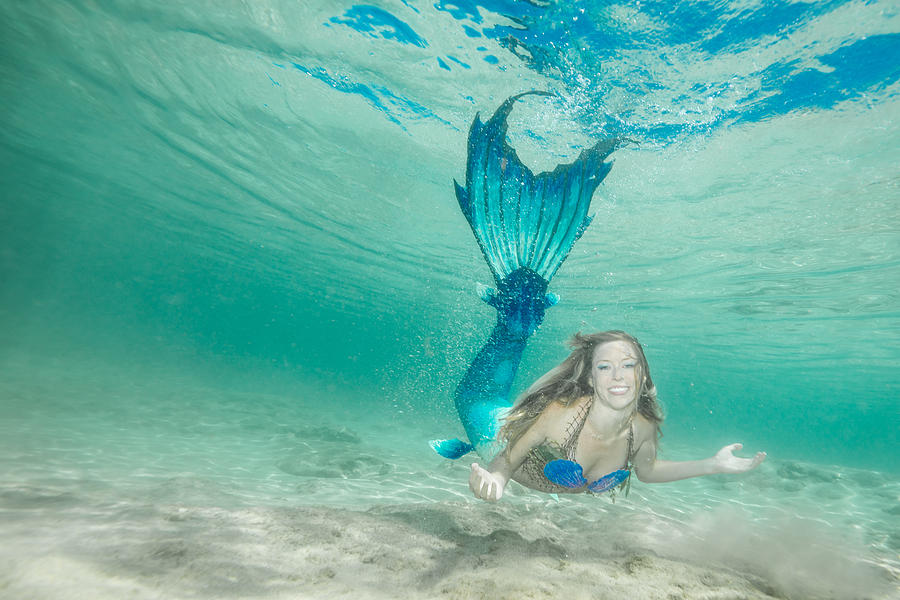Mermaid Smille  by Leonardo Dale
