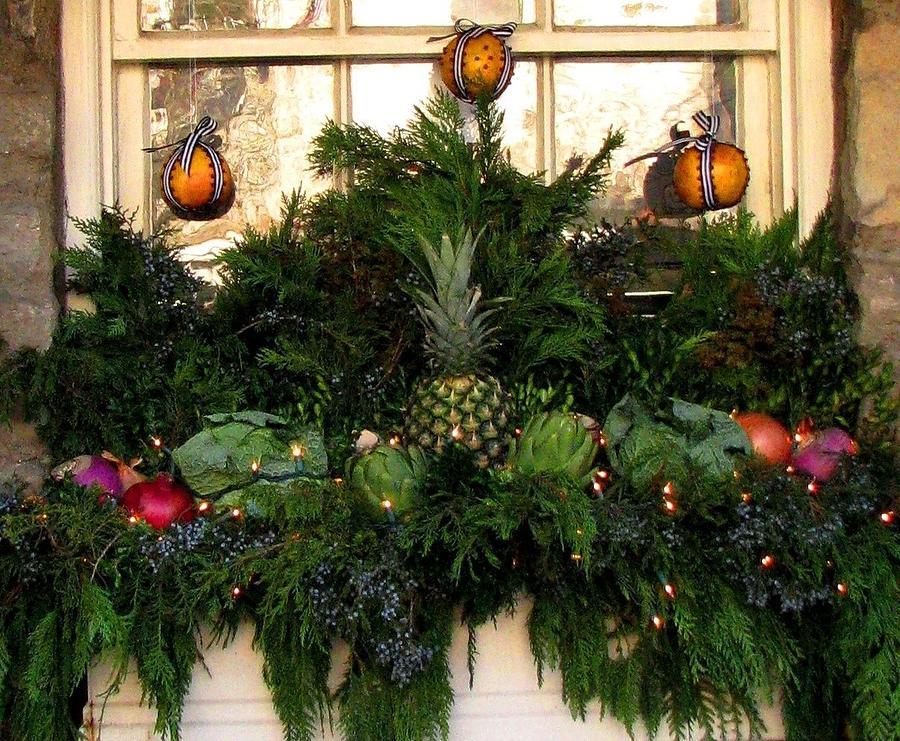 Christmas Photograph - Middleburg Window Charm by Angela Davies
