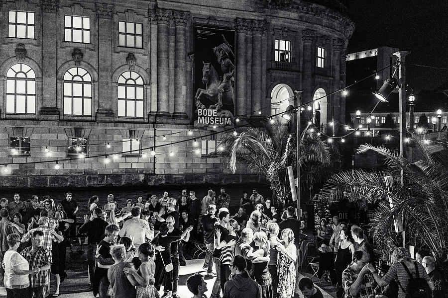 Photographs Photograph - Midnight Dancing by Ute Herzog