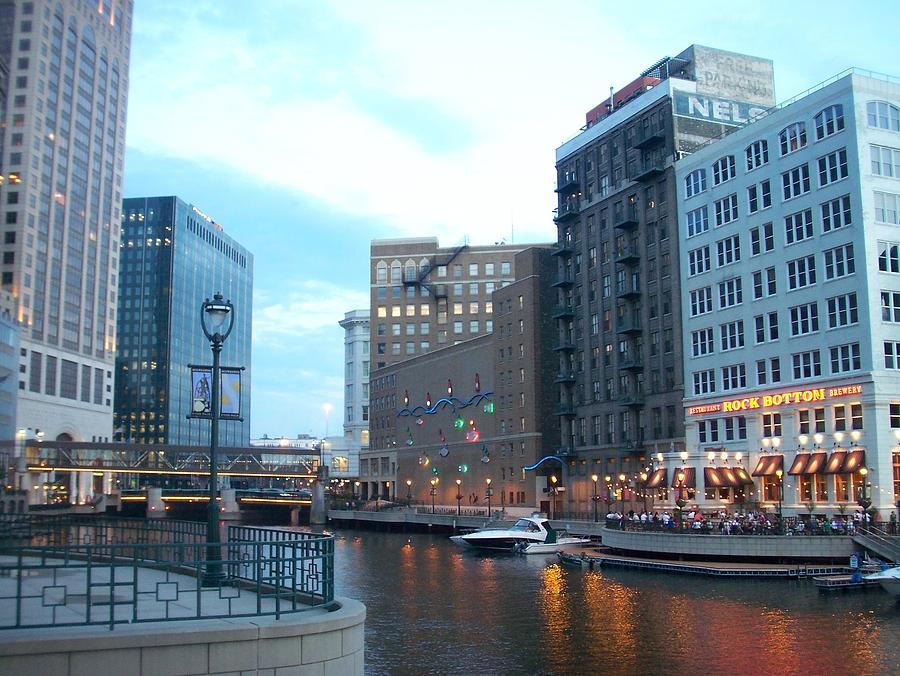 Milwaukee Photograph - Milwaukee River Walk by Anita Burgermeister