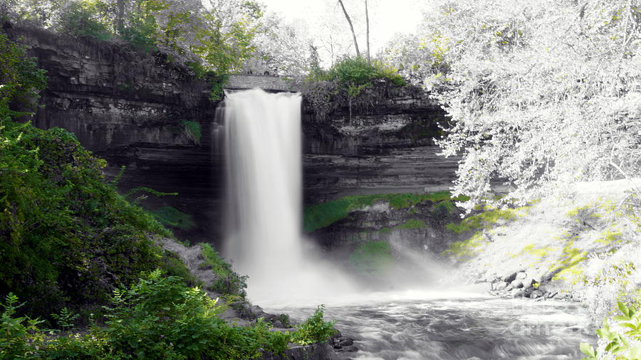 Minne Haha falls by CJ MAINOR