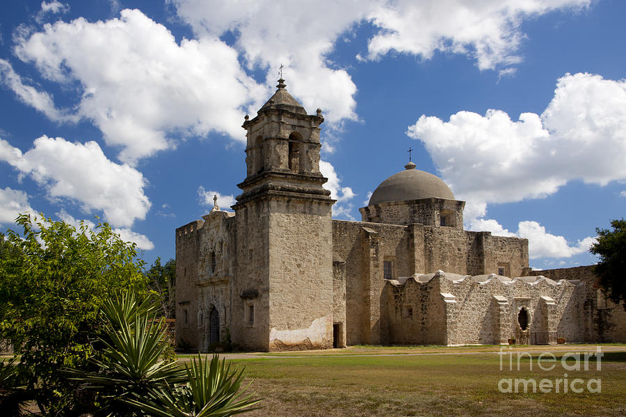 Mission San Juan by Richard Lynch