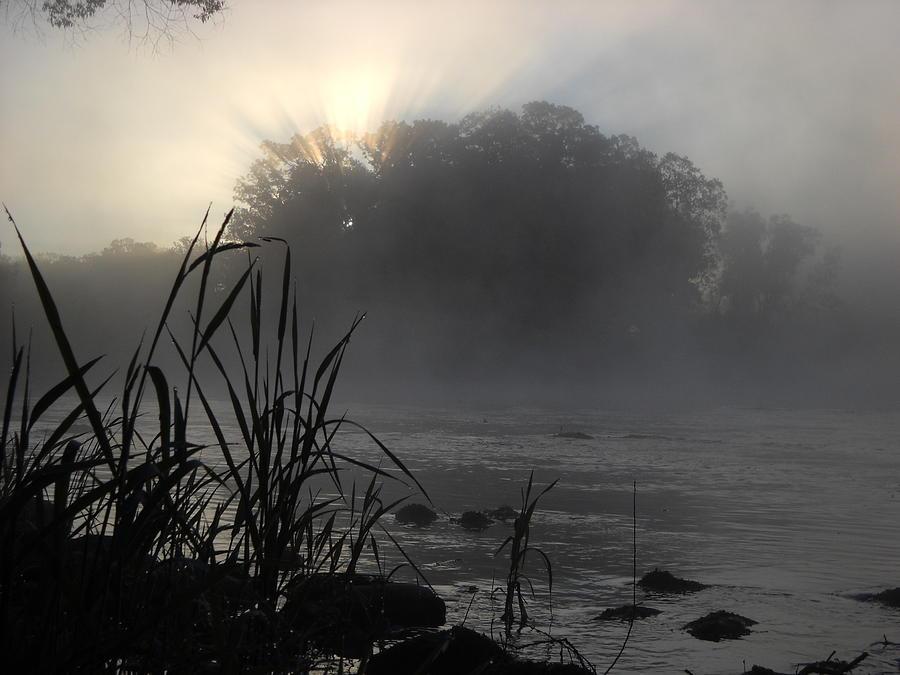 Mississippi River Photograph - Mississippi River Dawn Sun Rays by Kent Lorentzen