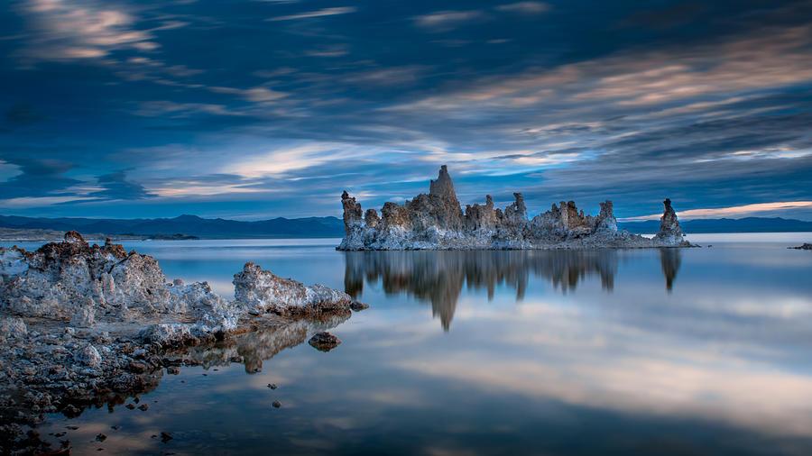 Mono Lake Photograph - Mono Lake Tufas by Ralph Vazquez