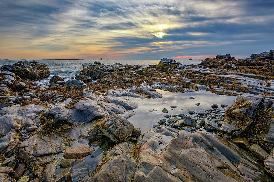Fort Williams Park Photograph - Morning On Casco Bay by Rick Berk