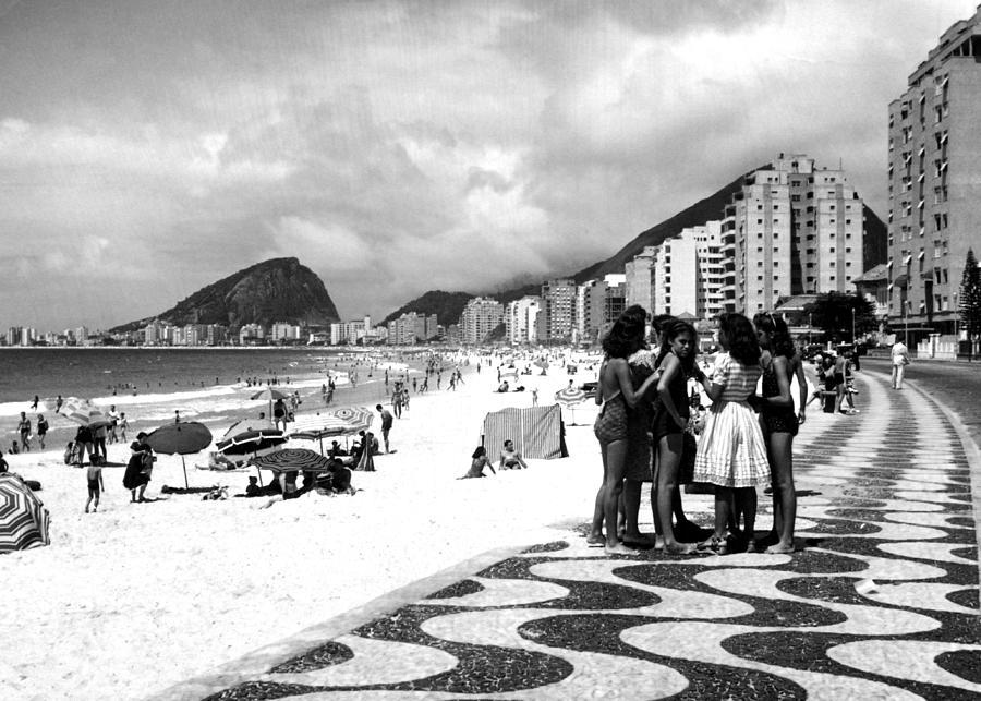 1940s Photograph - Mosaic Sidewalk, Rio De Janeiro by Everett