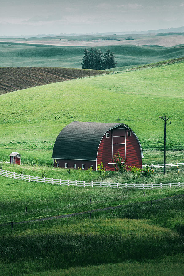 Idaho Photograph - Moscow Barn by Vincent James
