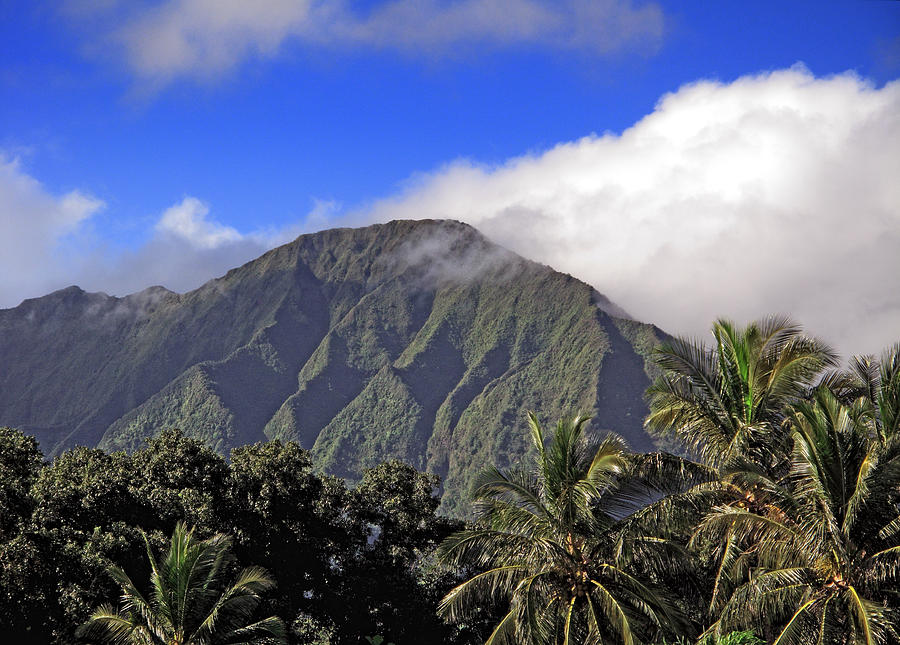 Oahu Hawaii Photograph - Mountainous Oahu Island Hawaii by Brendan Reals