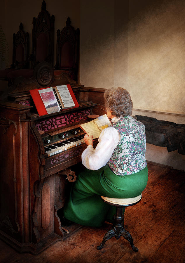 Hdr Photograph - Music - Organist - The Lord Is My Shepherd  by Mike Savad