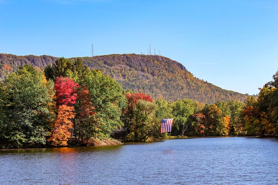 Nashawannuck Pond fall colors by Sven Kielhorn