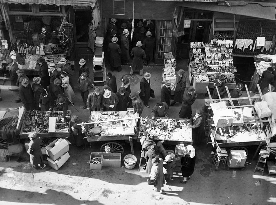 1930s Photograph - New York City, The Essex Street Market by Everett
