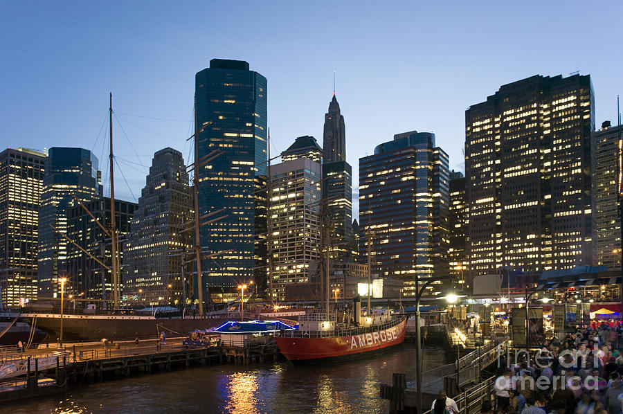 Amerikanisch Photograph - New York Manhattan Seaport by Juergen Held
