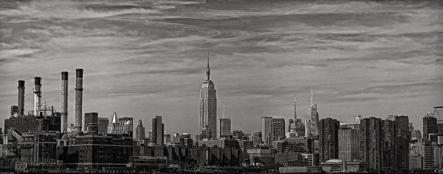 Nyc Skyline Photograph - New York Skyline by Robert Ullmann